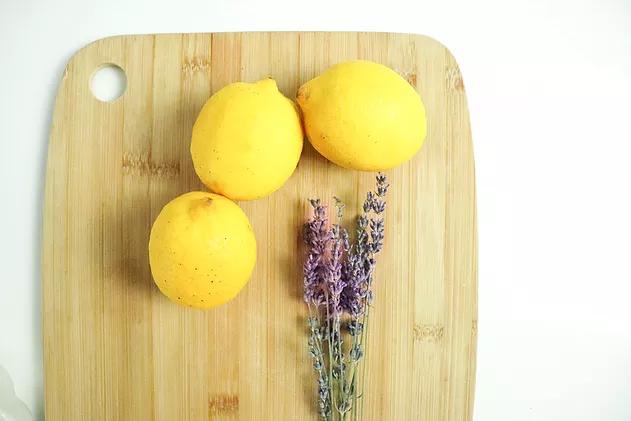 Tarte au citron et fleur de lavande